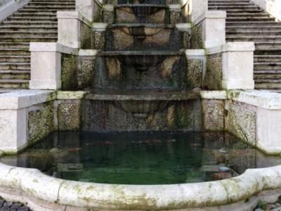Парадная лестница одиннадцати фонтанов