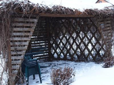 Беседка-пергола зимой