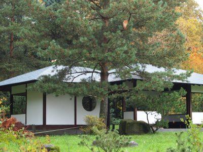Павильон в японском саду