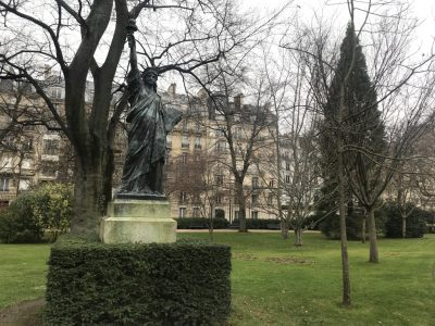 Статуя Свободы в Люксембурском саду